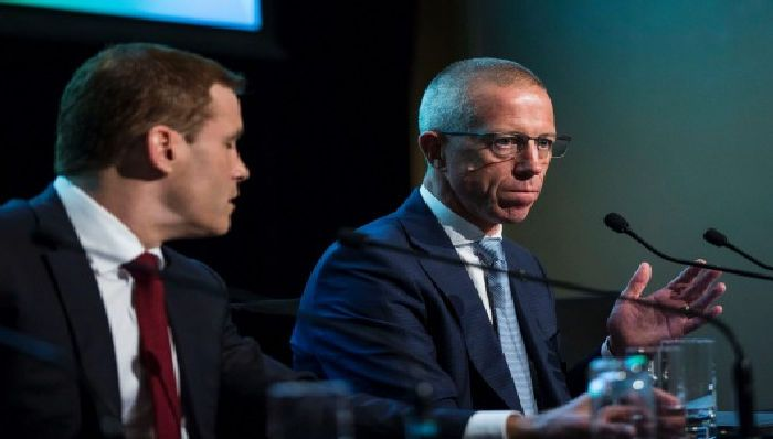 Anthony Healy, NAB's chief customer officer for business and private banking, right, during a discussion at this year's AFR Banking and Wealth Summit with Westpac's head of business banking, David Lindberg. Dominic Lorrimer