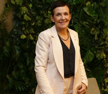 Commonwealth Bank and small business advocate Kate Carnell go to war